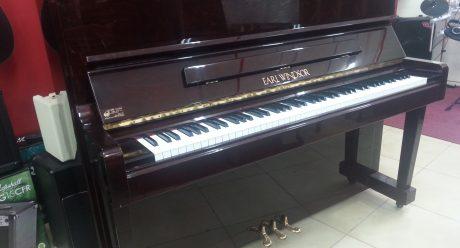 פסנתר earl winsdor W112