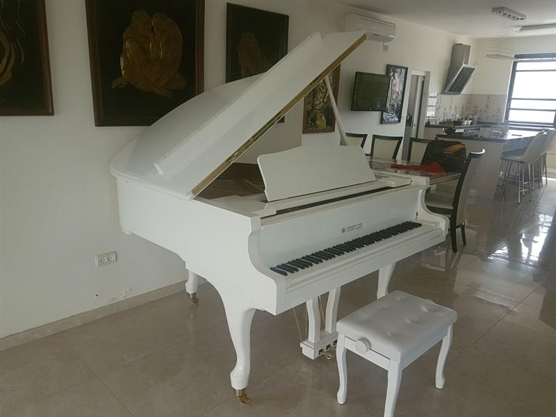 ענק פסנתר כנף לבן חדש SENDLER   פסנתרי הצפון - המרכז לפסנתרים XV-82