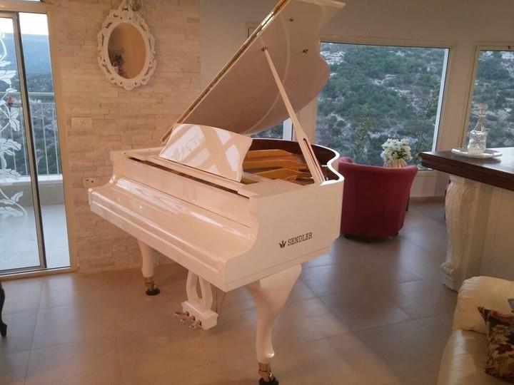 מעולה  פסנתר כנף לבן חדש SENDLER   פסנתרי הצפון - המרכז לפסנתרים FT-68