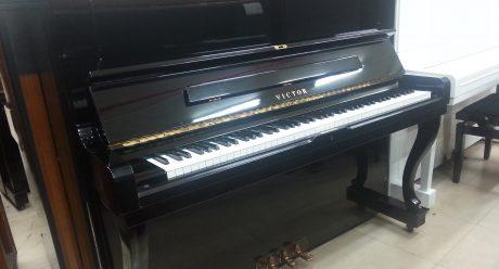 פסנתר ויקטור VICTOR
