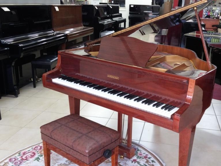 מבריק פסנתר כנף קטן יד שניה של חברת GERBSTADT - פסנתרי הצפון ZZ-95