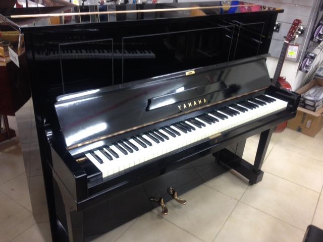 פסנתר יד שניה Yamaha U1A בצבע שחור