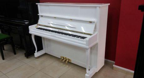 פסנתר חדש לבן
